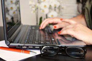 laptoptyping_breakingpic_pexelsCC0